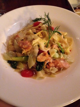 Mille Pates: Chef choice - smoked salmon with fettuccine in a lemon cream sauce with fennel