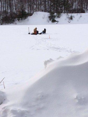 Bear Mountain Inn's Overlook Lodge: The frozen lake