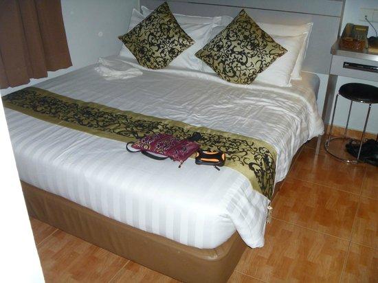 Fragrance Hotel - Selegie: Much nicer Deluxe Room.