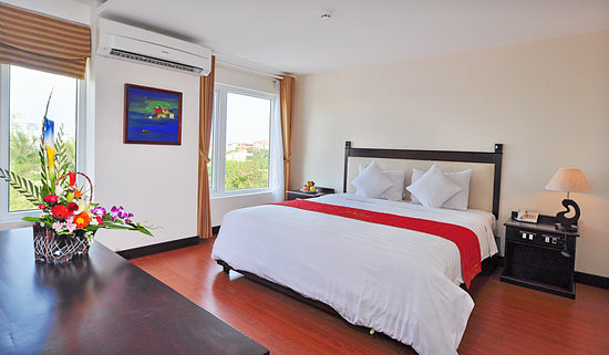 Vina Hotel Hue: Suite room with river view