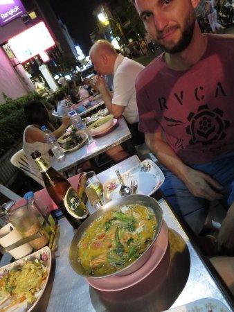 Le Fenix Sukhumvit : Street Food at your doorstep