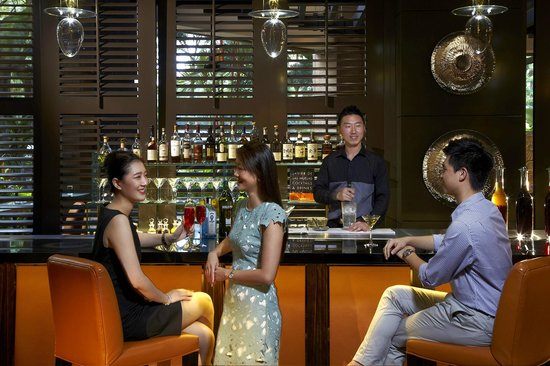 Four Seasons Hotel Singapore: One-Ninety Bar by Javier de las Muelas