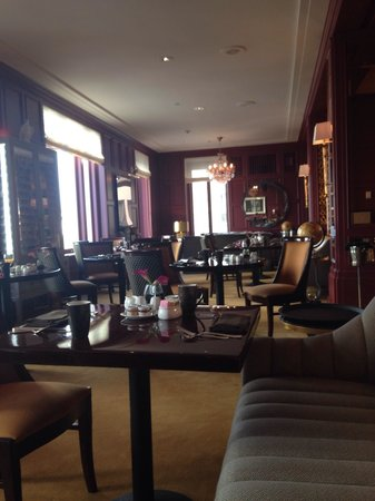 InterContinental Mark Hopkins San Francisco: Club lounge for breakfast, lunch , coffee, drinks & snacks.