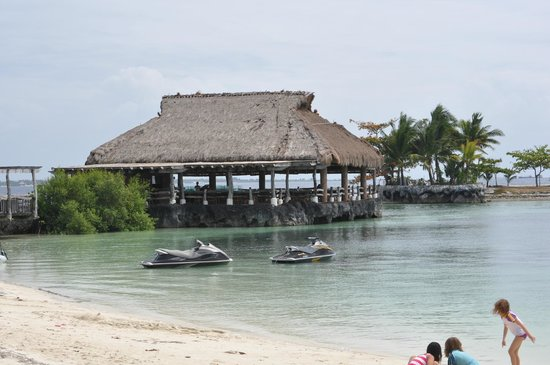 Bluewater Maribago Beach Resort: Lagoon side restaurant