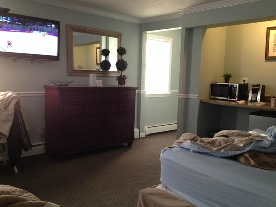 Nantasket Hotel at the Beach: Our comfy, large room