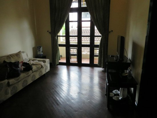 Hoi An Trails Resort: living area, with sleeper sofa