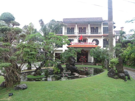 Hoi An Trails Resort: street view of hotel