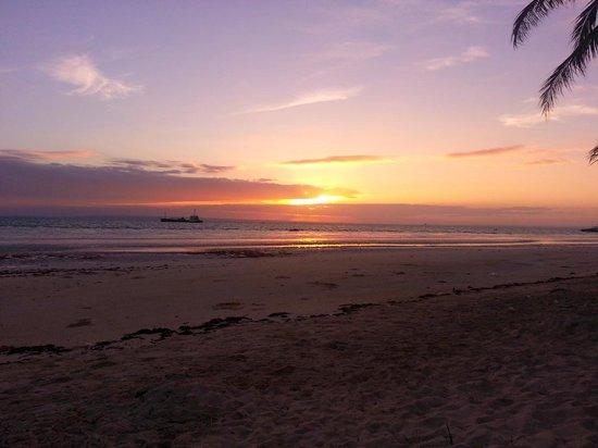 Beach Placid Resort, Restaurant and Bar: Sunrise from Cottage 9
