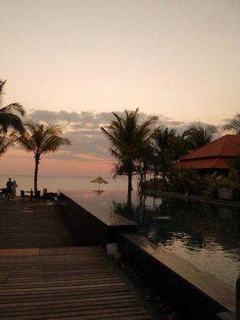 Chongfah Beach Resort : The Pool