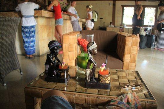 Hotel Vila Ombak : Ресепшн