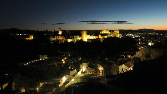 Play Granada: alhambra at night