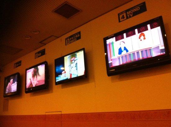 Capsule Hotel Asahi Praza Shinsaibashi : TV in the common area