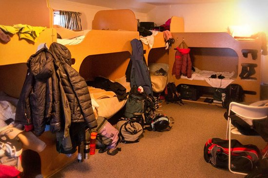 HI-Castle Mountain Wilderness: Female dorm - my suggestion to virtually every hostel out there is to add some more hooks