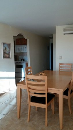 Hideaways at Palm Bay: Dining area