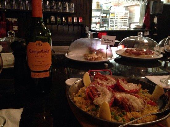 Barcelona Tapas Bar & Restaurant: Divine lobster paella
