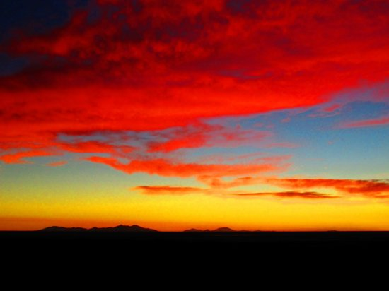 Hotel de Sal Luna Salada: sunset view from hotel