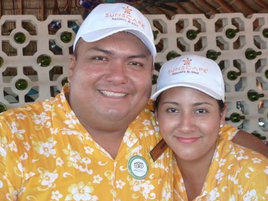 Sunscape Dorado Pacifico Ixtapa: Raymundo and Claudia - Barracuba Bar
