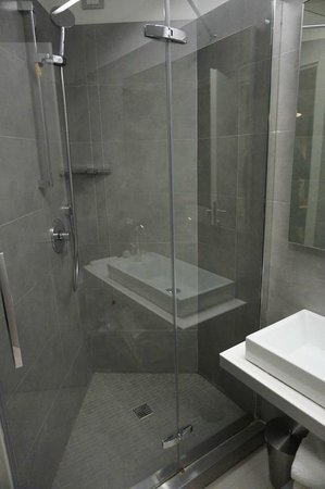 Lungotevere Suite: Nice shower