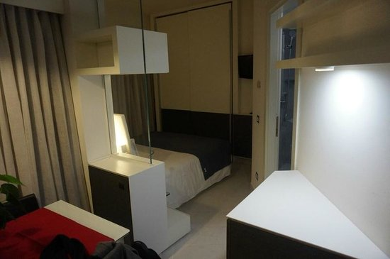 Lungotevere Suite: View of the bed