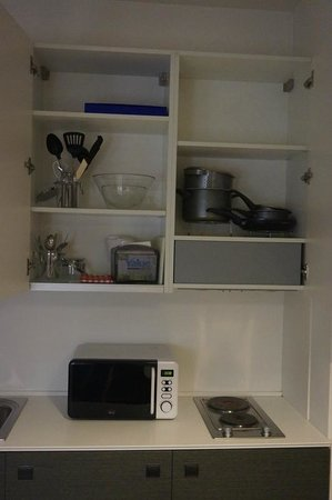 Lungotevere Suite: Well-equipped kitchenette