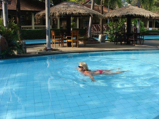 East Sea Resort Hotel: купание в детском бассейне...