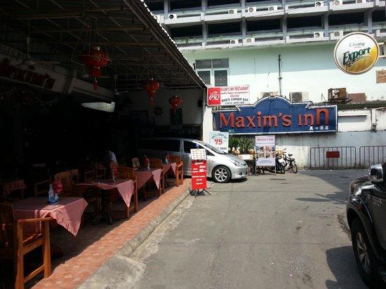 Maxim's Inn: walking down the street (Soi) toward hotel
