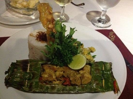 Santi Mandala: fish wrapped in banana leaves...yum