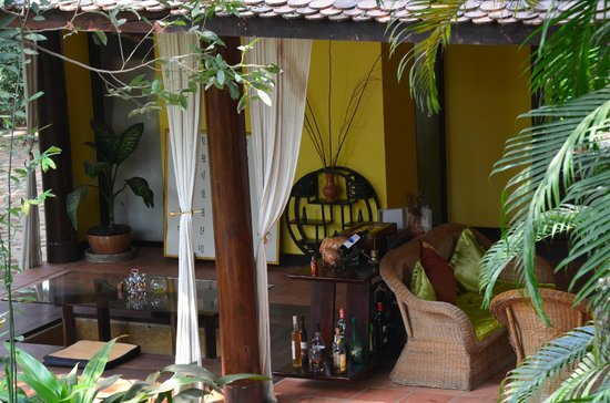 Amatao Tropical Residence: The classical Oriental lobby