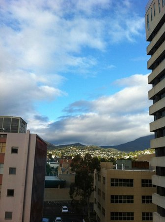 Travelodge Hotel Hobart: View from the room. We did not on the aircon, just open the window slightly and it was cool.