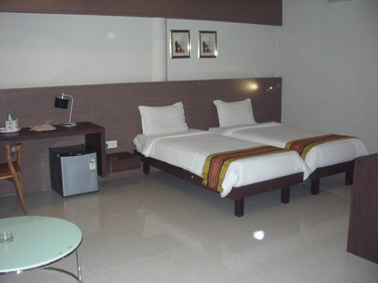 Dibrugarh Club House : Rooms