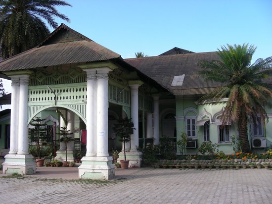 Dibrugarh Club House: The Club compound