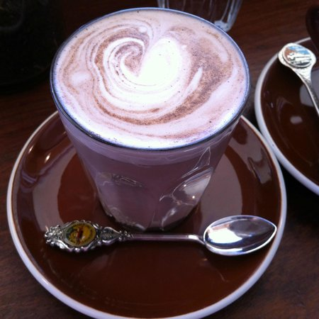 Amelia Espresso: Chai Latte for me (see the interesting spoon)