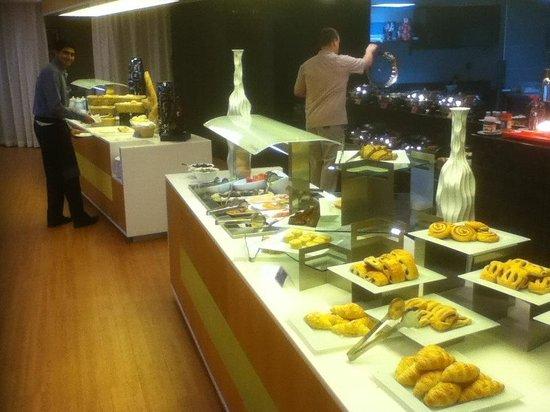 Holiday Inn Muscat Al Seeb: Breakfast buffet