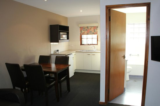 Woolmers Apartments : 2 Bedroom 2 storey apartment photo 4