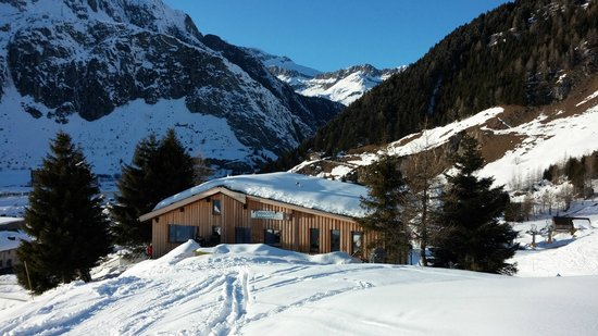 Lodge and Hostel Basecamp Andermatt: Freeriderhütte Andermatt Basecamp
