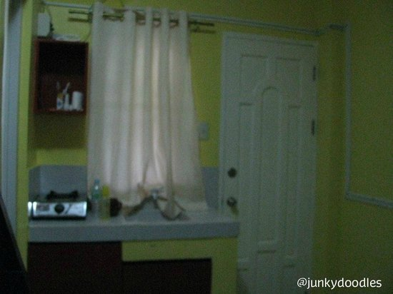 Bambooze Hauz: Small kitchen sink and stove