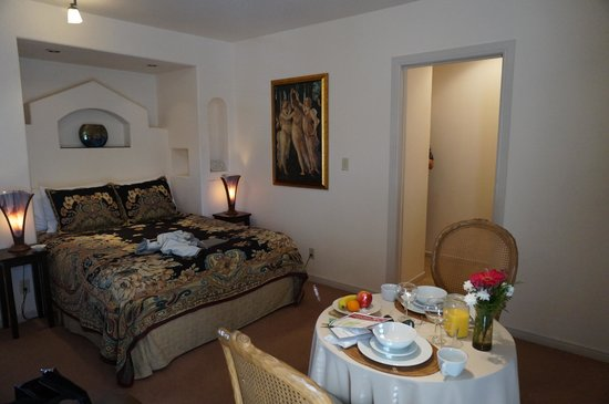 The Cottage Inn & Spa: lovely suite with breakfast table for two