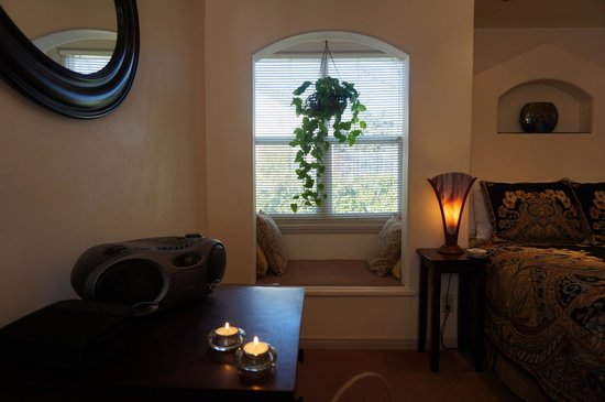 The Cottage Inn & Spa: A lovely space by the window