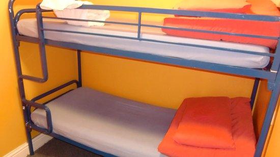 Sleepzone Hostel Galway : ツインの2階建てベッド