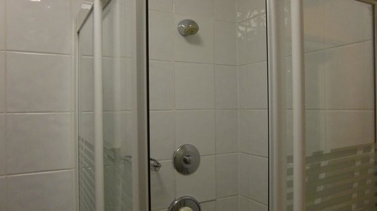 Sleepzone Hostel Galway : シャワールーム