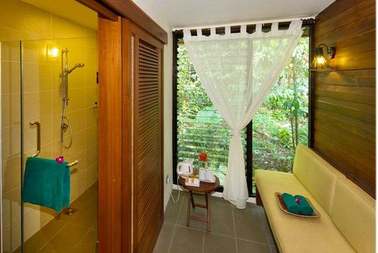 Sukau Rainforest Lodge: Modern Bathrooms, Hot Showers & your own private Space