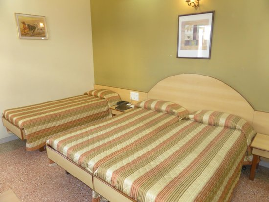 Chateau Windsor Hotel: comfly clean beds