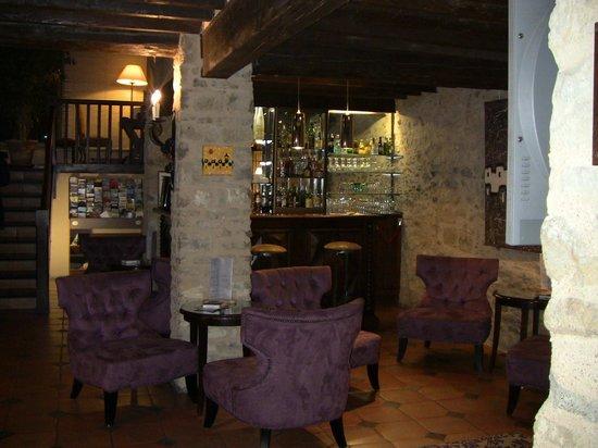 BEST WESTERN Hotel le Donjon: Hotel bar-corner