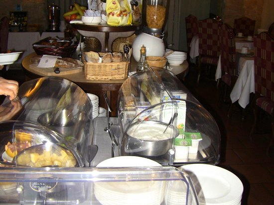 Best Western Le Donjon Les Remparts: Morning buffet
