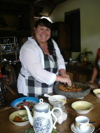 Alam Sari : Sue making  a spicy paste
