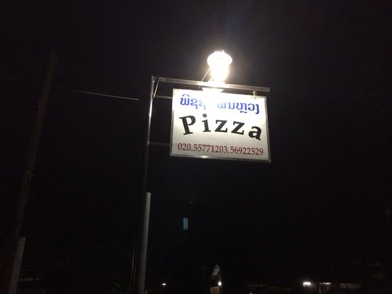 Pizza Phan Luang: Look for this sign when you cross the bridge and walk up road
