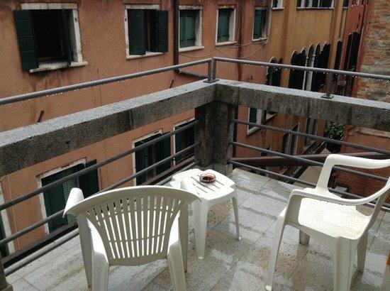 Hotel Antigo Trovatore: терраса