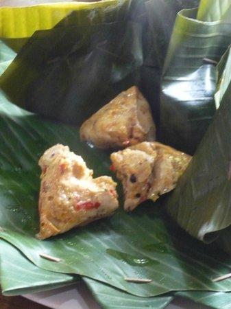 Alam Sari: chicken in banana leaf