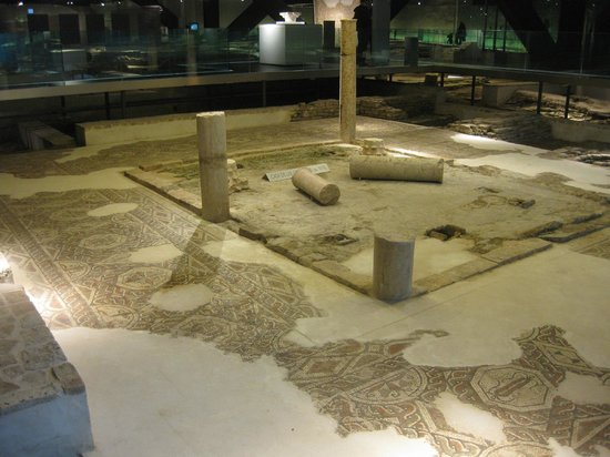 Antiquarium de Sevilla: Pathways allow plenty of access
