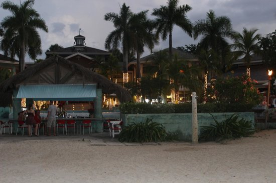 Couples Negril : bar on the beach